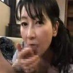 【フェラチオ熟女動画】50代の高齢美熟女がソソリ勃つチンポを喉奥まで咥えおしゃぶりし口内発射!