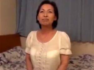 【高齢熟女動画】60代過ぎても性欲旺盛な素人おばさんがAV出演…久々の中出しSEXで淫らに喘ぐ!