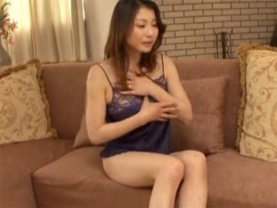 【オナニー熟女動画】欲求不満の40代豊満なEカップ巨乳奥さんが激しい手淫でマジイキ!