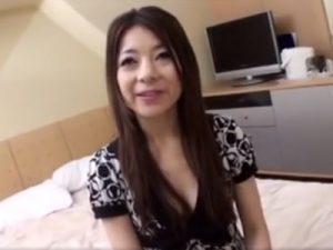 【ナンパ熟女動画】街中で謝礼を餌に四十路素人奥様を捕獲⇒ラブホで下着見せ、悪戯して中出しセックス!