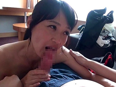 【安野由美熟女動画】50代には見えない上品な顔立ちの美熟女が息子より若い童貞君のチンポをフェラチオご奉仕!