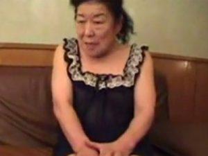 【高齢熟女動画】還暦過ぎた欲求不満なムッチリ六十路おばさんがAV出演…若い男のチンポで絶頂しまくる!