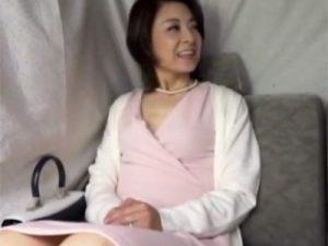 【ナンパ熟女動画】街中で品のある40代素人美人妻を捕獲⇒3年ぶりのセックスで何度もイキまくり!