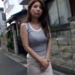 【オナニー熟女動画】30代素人美人妻が遠隔ローターを装着してお散歩⇒自宅で電マ使って自慰行為!