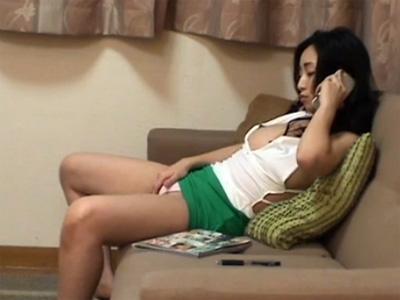 【オナニー熟女動画】暇を持て余した40代素人美人奥さんがテレクラを使って自慰行為を楽しんでる!