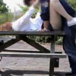 【五十路熟女動画】素人変態おデブ美熟女が人気のない公園のベンチで青姦セックスを楽しんでる!