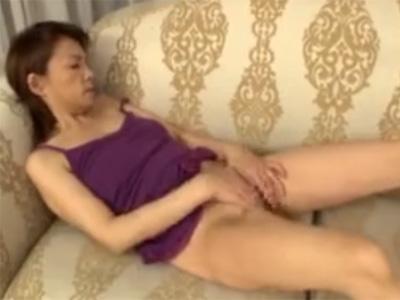 【オナニー高齢熟女動画】旦那とはセックスレスで60代素人おばさんがAV出演⇒カメラの前で淫らな姿を曝け出す!
