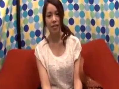 【ナンパ若妻動画】20代素人美人妻を謝礼で捕獲⇒ロケ車でインタビュー後に悪戯してホテルに連れ込み中出しSEX!