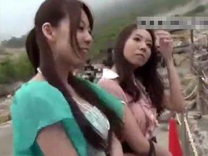 【ナンパ熟女動画】温泉地で三十路素人妻たちを捕獲⇒泊ってる宿に呼んでお酒で酔わせて本気セックス!