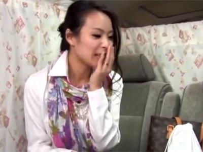 【ナンパ熟女動画】スタイル良い30代素人のセレブ妻を捕獲⇒謝礼で口説き悪戯してラブホで中出ししたったwww