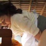 【岩崎千鶴熟女動画】五十路ムッチリ巨乳お母さんが息子の部屋で妄想しながら淫乱オナニー!