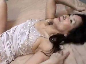 【近親相姦高齢熟女動画】六十路Dカップお婆ちゃんが孫とお風呂に入って肉棒をしゃぶって寝室で禁断SEX!