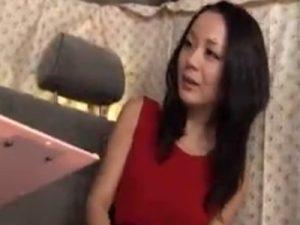 【ナンパ熟女動画】三十路素人セレブ奥様を街角アンケートと称して捕獲⇒言葉巧みに口説き落として生ハメ中出し!