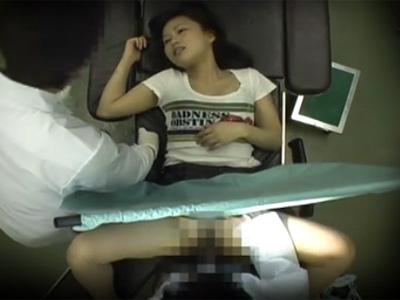 【盗撮熟女動画】ドスケベな産婦人科医が診察に訪れた30代素人奥様を分娩台で犯しまくった問題映像!