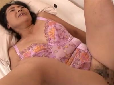 【五十路熟女動画】もうすぐ還暦の豊満な素人巨乳おばさんがAV出演⇒旦那以外のチンポで本気セックス!