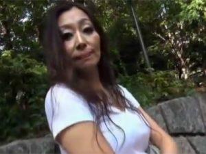 【五十路熟女動画】男優とのSEXを味わいたいと素人巨乳マダムがAV撮影に応募⇒プロのテクニックに顔を歪めて悶絶!