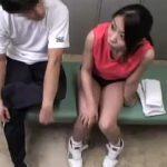 【四十路熟女動画】ママさんバレー部の監督が更衣室でブルマ姿の巨乳奥さんをハメて中出し指導!