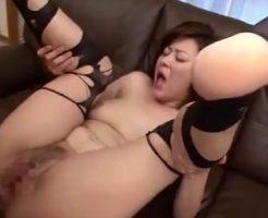 【近親相姦熟女動画】四十路巨乳叔母さんの巨尻に興奮した甥っ子が我慢出来ず禁断セックス!