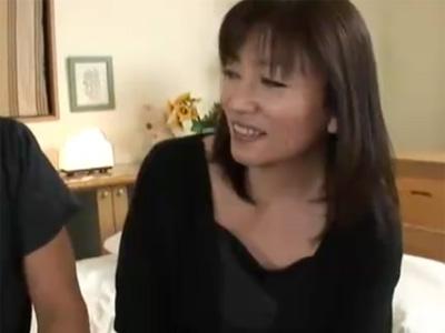 【四十路熟女動画】九州から上京して来た超敏感なEカップ美人奥様の初撮りで中出しセックス!