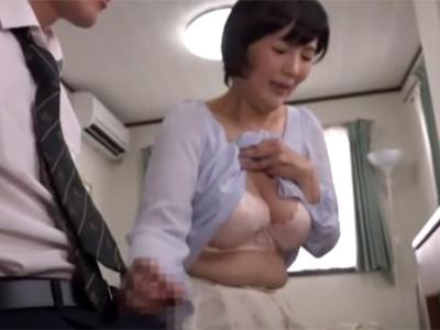 【円城ひとみ熟女動画】四十路巨乳おばさん家庭教師が受験生のチンポを勃起させて手コキ奉仕!
