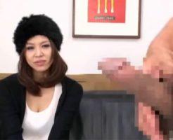 【フェラチオ熟女動画】セックスレス4年の欲求不満な三十路巨乳美人妻がセンズリ鑑賞会に参加!