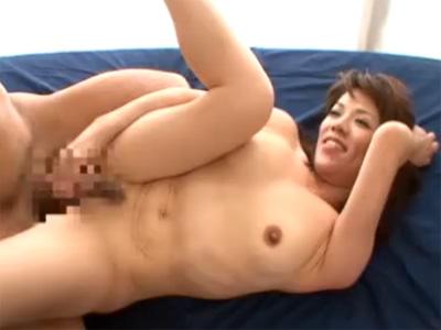 【不倫熟女動画】昼間に愛人宅で50代素人垂れ乳奥さんが浮気セックス⇒旦那以外のチンポで顔射される!
