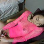 【オナニー熟女動画】ピンクの全身網タイツの四十路美人奥さんが極太バイブをズコズコ挿入して大絶頂!