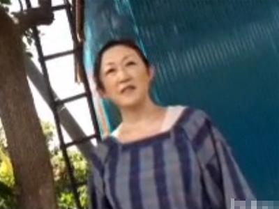 【ナンパ熟女動画】ガードが固い農家の五十路垂れ乳おばさんをゲット⇒自宅で中出しセックスしたったwww
