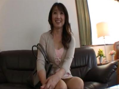 【四十路熟女動画】45歳素人のセックスレス歴10年のスリム美魔女がAV出演⇒久々の肉棒に性欲を爆発させる!