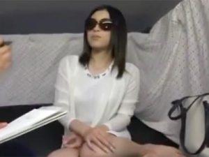 【ナンパ若妻動画】アンケート偽り20代美人セレブ妻を捕獲⇒セックスレスで他人棒をフェラチオして口内発射!