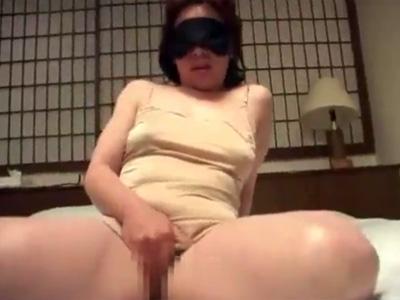 【オナニー熟女動画】高齢熟女の性欲を持て余す豊満なババアが目隠し自慰行為で痙攣マジイキ!