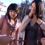 【ナンパ熟女動画】買い物中の30代母親と10代娘の仲良し親子を捕獲⇒親子丼でダブル顔射www