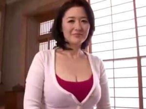 【四十路熟女動画】「セックスは1年ぶり…」豊満なGカップ美熟女が初撮りでザーメン大量顔射!
