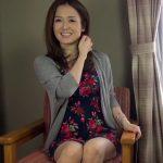 【ナンパ熟女動画】温泉宿に訪れたアラフィフ美魔女の寝込みを襲って娘の寝てる横で濃厚SEX!