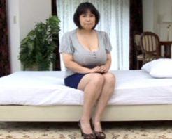 【五十路熟女動画】この素人奥さんの爆乳オッパイはヤバイwww胸を自慢したくてAV出演を決意!