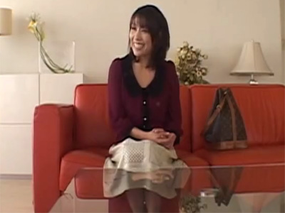 【四十路熟女動画】AV面接にやって来た欲求不満なFカップ美人妻を即撮りして激しくパコパコ犯す!