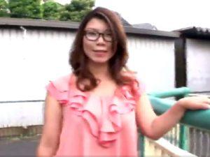 【四十路熟女動画】豊満ボディの爆乳メガネ変態美人妻がAV出演⇒緊縛セックスで悦楽に溺れていく!