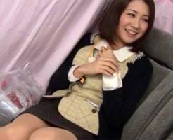 【ナンパ熟女動画】街中で30代素人の美人社長秘書を捕獲⇒謝礼を受け取り体を悪戯してホテルで生中出し!