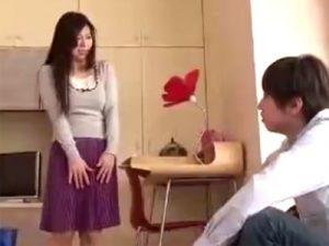 【レイプ熟女動画】「ヤメテ下さいよ!」四十路爆乳美人妻が隣に引っ越しきた若い男性に中出し強姦される!