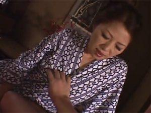 【不倫熟女動画】色気漂う五十路美人奥さんが愛人と温泉旅行⇒本気セックスで乱れ尽くす!