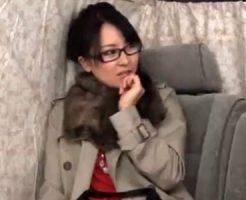 【ナンパ熟女動画】四十路素人の眼鏡セレブ妻をアンケートと称して捕獲⇒ラブホで生中出し成功!