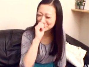 【ナンパ熟女動画】四十路の綺麗な奥様をアンケートと騙して撮影部屋に連れ込み口説き落として本気SEX!