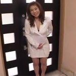 【五十路熟女動画】「契約を取る為に…」ムッチリ巨乳生保レディーの美熟女おばさんが枕営業セックス!