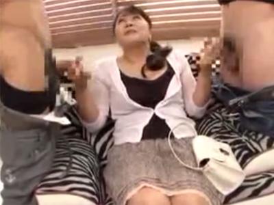 【フェラチオ熟女動画】ムッチリ体型の五十路巨乳奥さんがAV出演⇒男性達のチンポを交互にしゃぶりまくる!