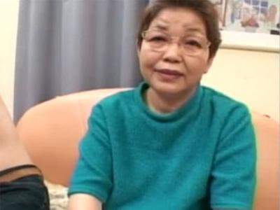【高齢熟女動画】20年間セックスしてない六十路メガネお婆ちゃんがAV出演⇒閉経したマンコに生中出し!