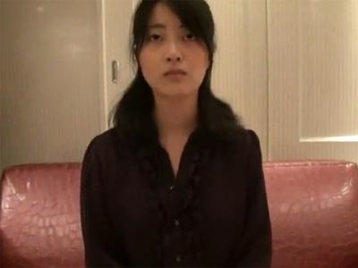【三十路熟女動画】「ああんっ、イッちゃう!」美人貧乳奥さんがホテルで激しいハメ撮りSEX!