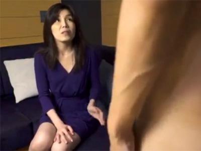 【フェラチオ熟女動画】40代素人美熟女おばさんがセンズリ鑑賞⇒熟練のテクニックで精子を射精!