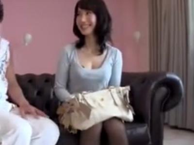 【三十路熟女動画】衰えない美しさの美巨乳奥さんが激しいセックスに何度もイキまくる!