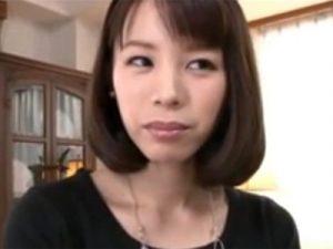 【三十路熟女動画】「優しくされるのが好き!」笑顔が可愛い細身美人妻がAV出演⇒初撮りで中出しSEX!