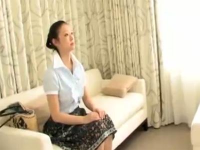 【ナンパ熟女動画】街角アンケートと称して捕獲した三十路素人セレブ巨乳妻に無許可中出し!